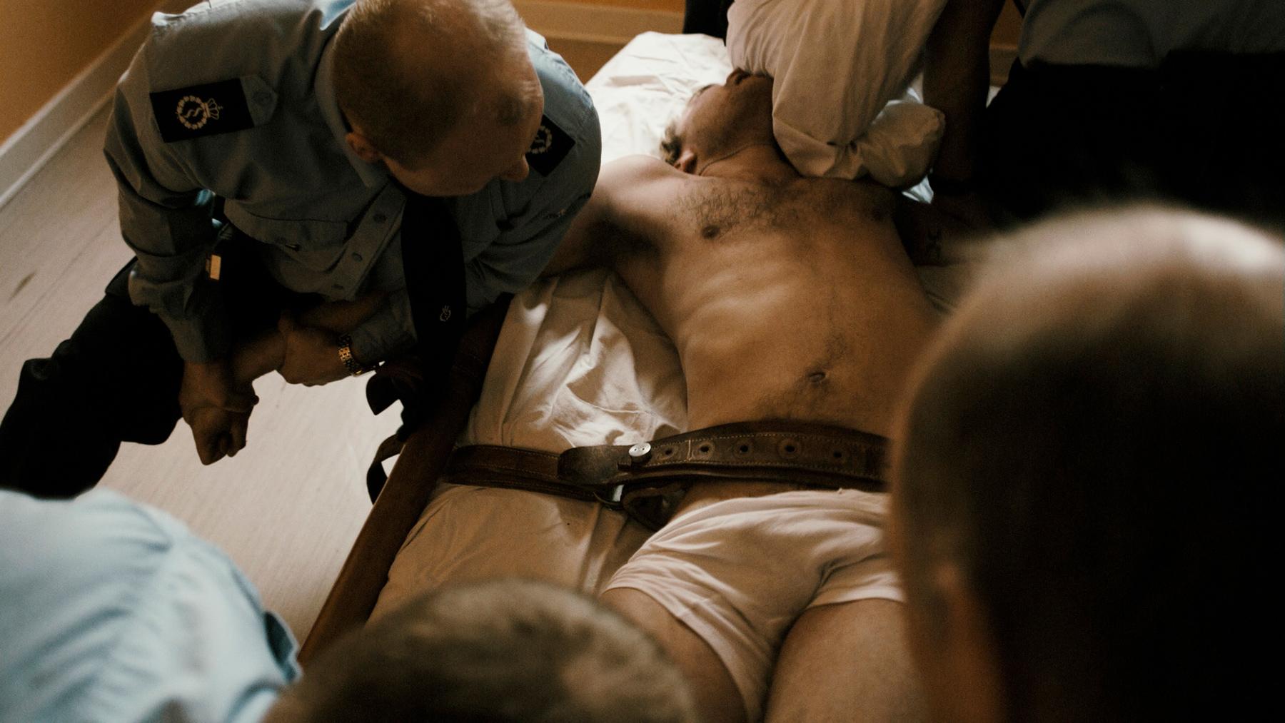 мужики тюрьма секс фильм - 14